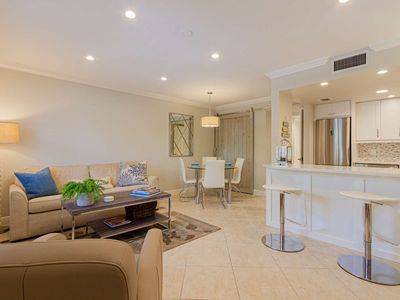 Photo for Updated & fabulously decorated 2nd flr. Castleton Gardens-2 blocks to 5th Ave.-1.25 miles to beach
