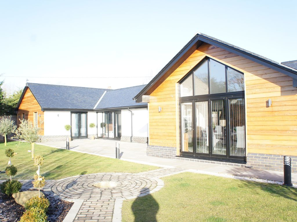 E19742 Luxury Barn Conversion Style Detached Property