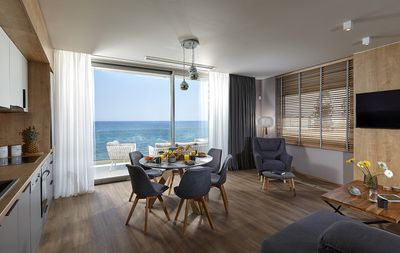 open living- kitchenarea with seaview and glasfront balcony