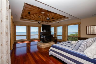 King Master Suite With Attached Bath~ And The Most Incredible Ocean Views