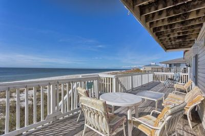 Dining_on_Gulf_Front_Deck