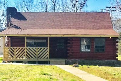 Beautiful  log cabin located 9 minutes from downtown. Sleeps up to 8 people  with plenty of parking.