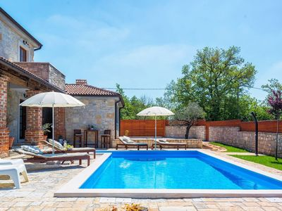 Photo for Beautiful rustic villa with pool in Porec area