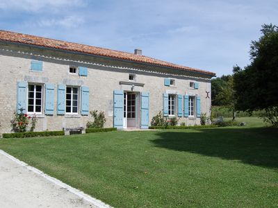 Photo for Beautiful Charentaise farmhouse with swimming pool