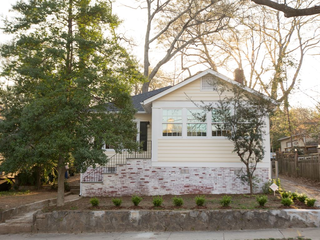 A Gorgeous Remodeled Bungalow With The Best Location In