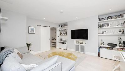 Photo for Stunning Two Bedroom Bayswater Apartment