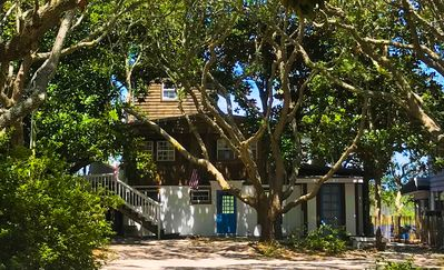 Photo for SPECIAL 15% OFF  week of 5/18-5/25,6/1-6/8 Magnolia Tree 4b/2b Lakefront