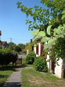 Photo for Family-friendly, holiday cottage near picturesque Creuse valley and Eguzon lake