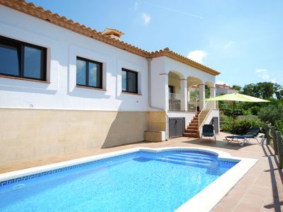 Photo for Comfortable, detached villa with private pool and great views, near Calonge