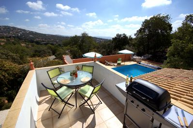 Large terrace with table chairs and gas barbecue to enjoy your evenings relaxing