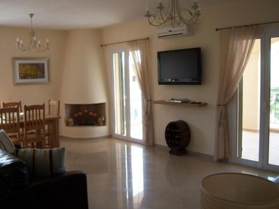 First floor lounge, with flatscreen TV, Apple Air play music system ,DVD player