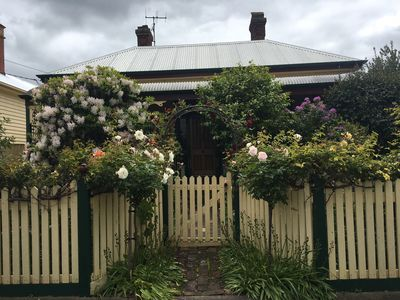"Photo for ""Jacaranda Cottage"" Victorian Cottage in prime position.  Free Wifi."