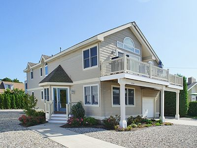 Perfect for a large family. 2 blocks to the beach. One block to shopping.