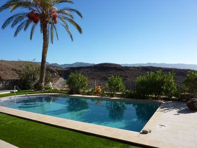Photo for Queensize-Flat with pool high above Maspalomas - a higher class