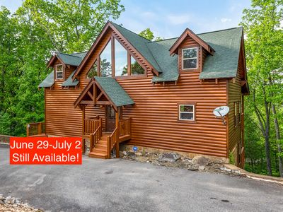 Photo for 5 Star Luxury Cabin/Great Location,4 Master Suites/6 Bath,Sleeps 16,Hot Tub,WIFI