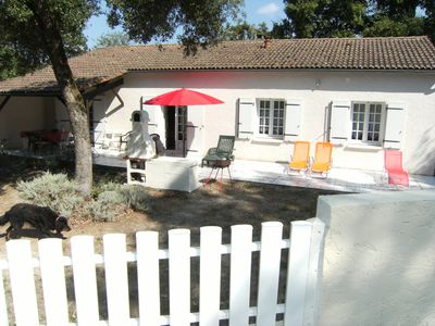 Photo for Quiet and spacious villa on 1000m2 fenced garden 500m from the beach
