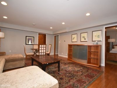 Photo for Cozy grnd flr 2-bed apt - Oak Park (Free Parking)