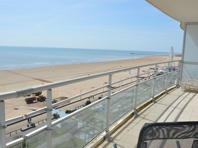 Photo for Large apartment of 120 sqm facing sea, breathtaking views! 3 bedrooms, last floor.