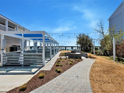 Photo for Bay Breeze Sailboat Suite (Private Beach, Pier, and Cabanas)