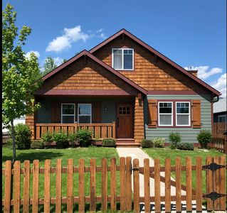 Elegantly furnished Montana themed home just a minute drive away from Downtown!