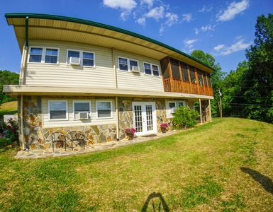 Photo for 10 Bedroom five minute walk from Deep Creek - Great Smoky Natinal Park