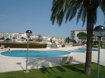 Photo for San Maurici - ground floor apartment with garden, community pool, parking, air
