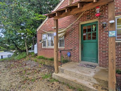 Photo for NEW! 'Pen Park Cottage' - 15 Mins to UVA Campus!