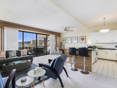 Photo for Gorgeous 1BR/1.5BA In the Heart of Downtown Honolulu