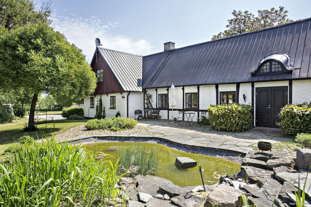 Pleasant Apartment In Genuine Four Winged Old Farm Near The Sandy Beaches Of Österlen