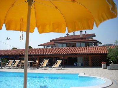 Photo for Apartment in a villa with swimming pool 5 km from the sea of Tortoreto