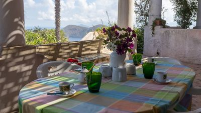 Outdoor dining area 2