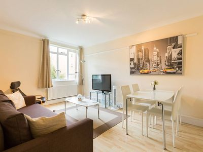 Photo for Beautiful 1BR flat in heart of Bayswater