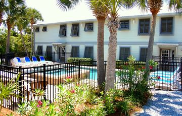 Spacious 10 BR, private pool, 2 kitchens, ample parking, sleeps up to 30
