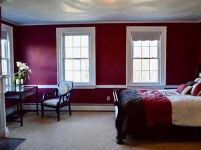 Perfectly Located Suite (Next to Woodbury Commons)