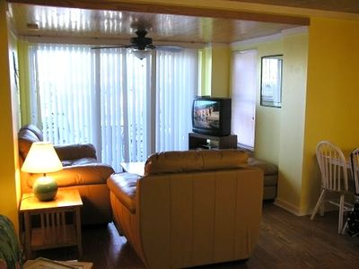 Cute Newly Decorated Condo Close to Beach with Rooftop Deck