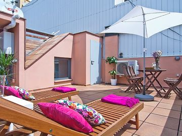 Deal of the month New attic in Gràcia with terrace and swimming pool for 6, WIFI