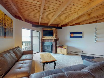 Photo for NEW LISTING! Cozy condo w/shared hot tub, pool, sauna - bus to slopes