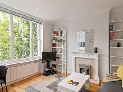 Photo for Bright and comfy 2 bed 2 bath in Earl's Court