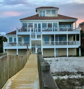 Private beachfront home. Beautiful, comfortable, spacious. Pool access