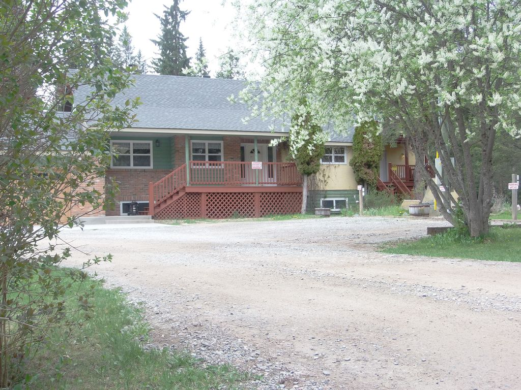 Blaeberry Valley Vacation Rentals -Golden B.C.