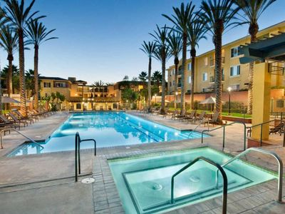 Photo for One Bedroom Apartment w/Pool - Venice Beach/Marina