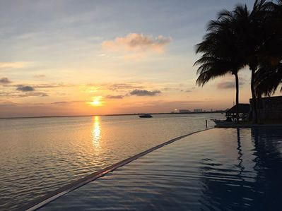 Pool -sunset Relax and enjoy the beautiful lagoon view