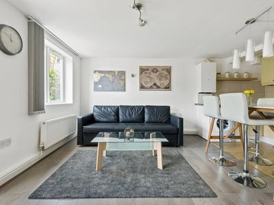 Photo for Modern Two bedroom Apartment in Haringey, sleeps 6