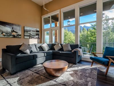 New Townhouse w/stunning Mountain View close DT sleep 14