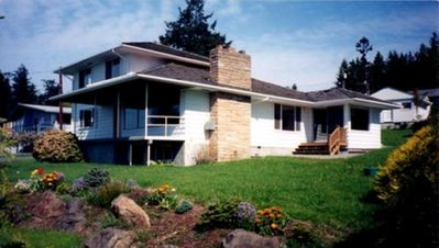 Photo for Top notch home with Puget Sound, ferry, Mt. Ranier, Everett & Mukilteo views.