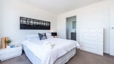 Upstairs main bedroom with Queen bed has ensuite and magnificent ocean views!