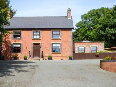 Photo for TY NEWYDD, family friendly, with pool in Llangadfan, Ref 930466