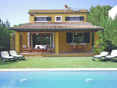 Photo for Beautiful town house with pool and garden a few meters from the beach