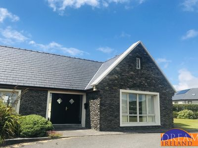 Large home close to Dingle with wonderful views of the sea