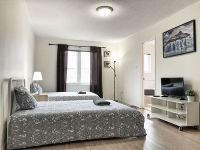 Master bedroom with ensuite bathroom & parking at YorkU. Walk to subway  stn. - North York